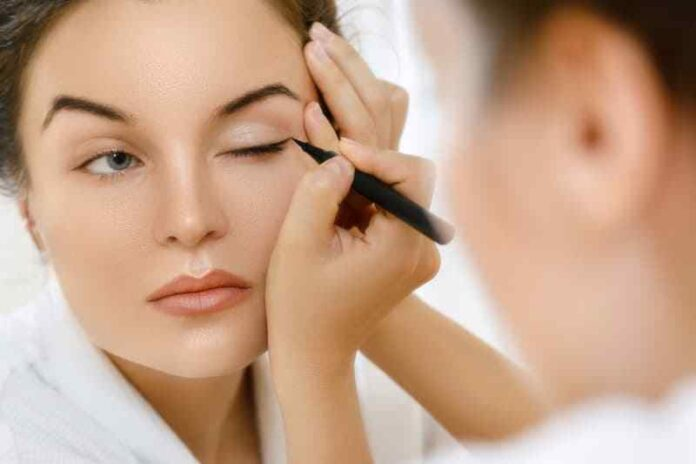 How to Correctly apply Eyeliner & Avoid Mistakes for a Perfect Eye-Shape