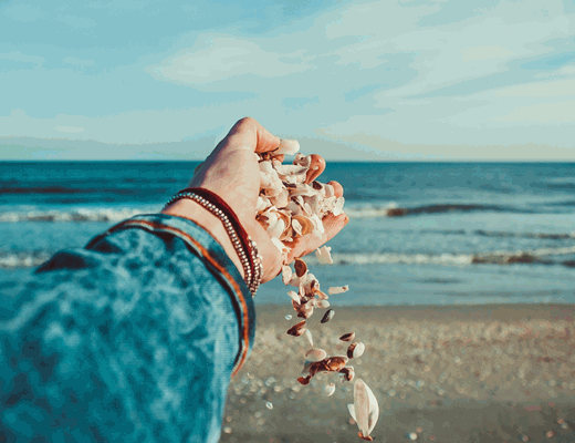 10 Best Ocean Scented Perfumes for Men and Women in 2021